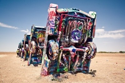 Fototapeta Amarillo, Texas - 10. července: Slavné umění montáž starých vozů Cadillac 10. července 2011 v Cadillac Ranch poblíž Amarillo, Texas. To bylo vytvořeno v roce 1974 Chip Pán, Hudson Marquez a Doug Miche