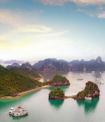 Fototapeta Amazing destinace v Asii - Halong Bay exotické moře a ostrovy v severním Vietnamu