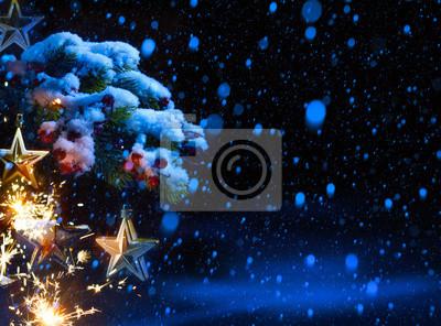 art Vánoční pozadí s ornamenty a vánoční jedle