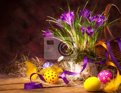 art Velikonoční pozadí s krokusy a velikonoční vajíčka