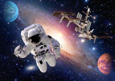 Fototapeta Astronaut kosmonaut oblek lidí planety ve vesmíru raketoplán stanice kosmická loď. Prvky tohoto obrázku zařízeném NASA.