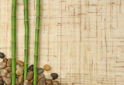 Fototapeta bambou et cailloux sur fond de toile de jute
