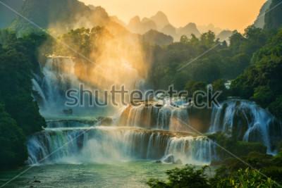 Fototapeta Bangioc - Detian vodopád se nachází na hranici Číny a Vietnamu, je to slavný vodopád obou zemí. V blízkosti vodopádu turistické turistické cesty.