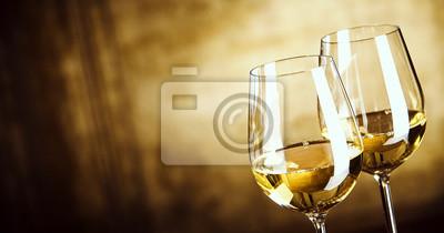 Fototapeta Banner Dvě sklenky bílého vína s kopií vesmíru