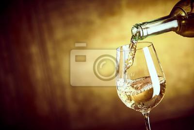 Fototapeta Banner ofPouring sklenku bílého vína z láhve
