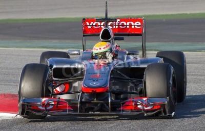 Fototapeta BARCELONA - 21. února: Lewis Hamilton z McLarenu F1 týmu Racing na Formula One týmy testovacích dnech v Katalánsku okruhu 21. února 2012 v Barceloně, ve Španělsku