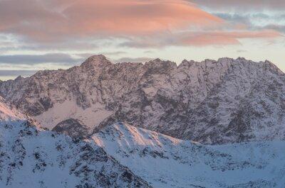 Fototapeta Barevné horské slunce panorama v zimě ve Vysokých Tatrách