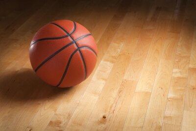 Fototapeta Basketbal na tvrdé dřevo soudu patře s bodovým osvětlením