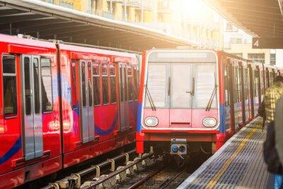 Fototapeta Bezobslužné městské vlaky na nádraží v Londýně