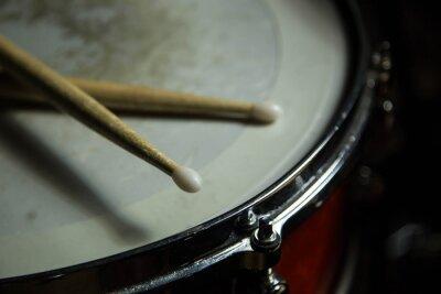 Fototapeta bicí s paličkami na něm