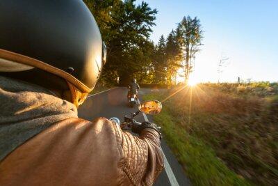 Fototapeta Biker, jízda na motocyklu v slunečného rána