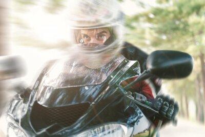 Fototapeta Biker na silnici na koni rychle