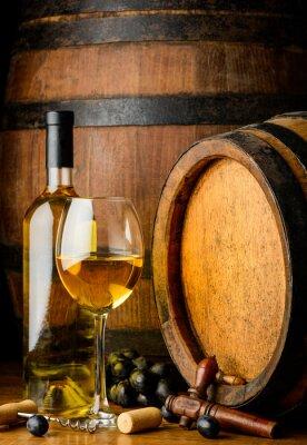 Fototapeta bílé víno na dřevěném sudu pozadí