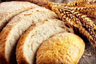 Fototapeta Bochník nakrájený bílý chléb s pšenice uši