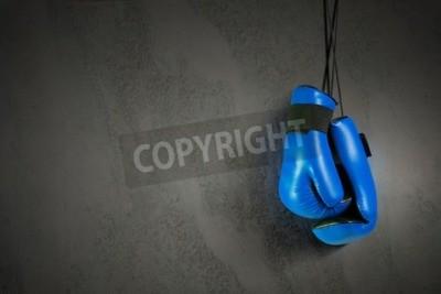 Fototapeta Boxerské rukavice visí na hřebíku na zdi