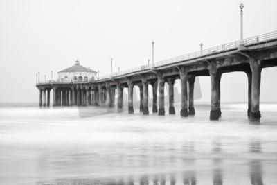 Fototapeta Černá a bílá fotografie Manhattan Beach Pier, Kalifornie.