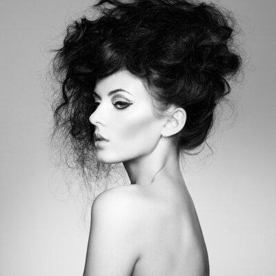 Fototapeta Černobílá fotografie krásná žena s nádherným vlasy