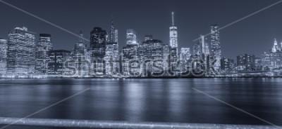 Fototapeta Černobílý noční pohled na New York City.