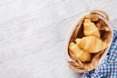Fototapeta Čerstvé croissanty košík