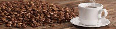Fototapeta Čerstvý šálek kávy s mnoha kávových zrn