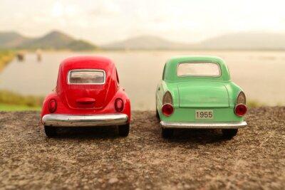 Fototapeta Červená a zelená hračka parkoviště pár na silnici
