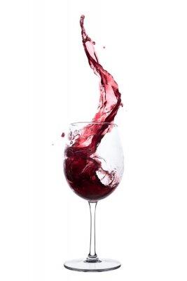 Fototapeta červené víno stříkající ze sklenice, izolovaných na bílém