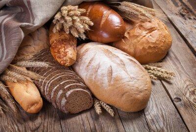Fototapeta Chléb a uši na staré stůl