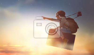 Fototapeta Dítě létání na kufru
