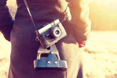 Fototapeta Dívka s retro vintage fotoaparátem.