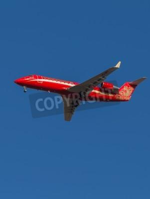 Fototapeta Domodědovo - 17.března 2015: Red letadlo pro osobní dopravu Bombardier Canadair () CRJ-200 letecké Ruslayn Airlines přistání na letiště Domodědovo 17.března 2015, Domodědovo, Moskva oblast, Rusko