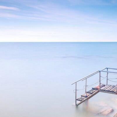 Fototapeta Dřevěný žebřík molo mořské vodě. Dlouhé expozice.