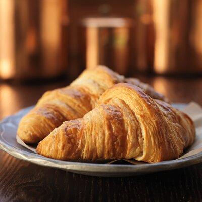 Fototapeta Dva croissanty na talíř a shot s selektivní zaměření