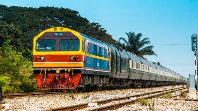 Fototapeta Exkluzivní osobní vlak na nádraží, 2013.