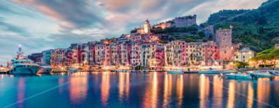 Fototapeta Fantastické jarní panoráma města Portovenere. Skvělá večerní scéna Středozemního moře, Ligurie, provincie La Spezia, Itálie, Evropa. Cestování pozadí koncepce.