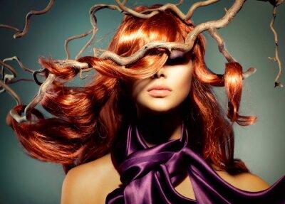 Fototapeta Fashion Model Portrét ženy s dlouhými kudrnatými zrzavými vlasy