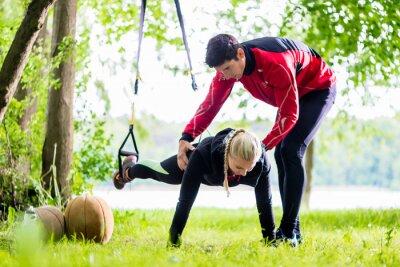 Fototapeta Fitness und sport - Školení Paar beim Sling
