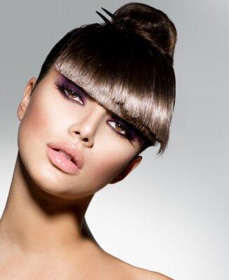Fototapeta Fringe. Modelka dívka s módní účes