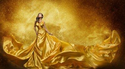 Fototapeta Gold módní Model šaty, ženě Golden Silk šaty tekoucí Fabric