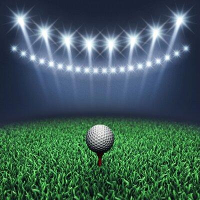 Fototapeta Golfový míček na trávě a reflektory, golfový turnaj, golfové hřiště