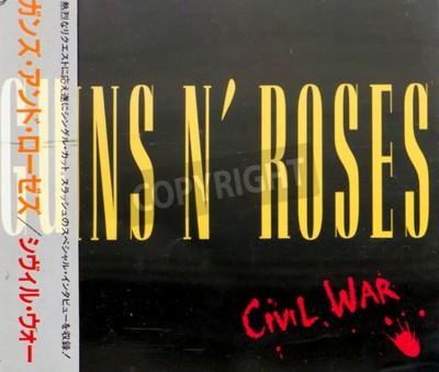 Fototapeta GOMEL, Bělorusko - 18.srpna 2015: CD Guns N'Roses občanská válka (1993), Guns N Roses je americká hard rocková skupina z Los Angeles vznikla v roce 1985.