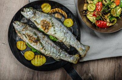 Fototapeta Grilovaný pstruh se středomořskými zeleninou