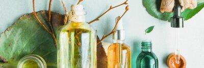 Fototapeta Homeopatické oleje, doplňky stravy pro intestinální zdraví Přírodní kosmetika, oleje pro péči o pleť na světlém pozadí.