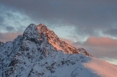 Fototapeta Horské slunce panorama v zimě ve Vysokých Tatrách - svinica vrchol na polsko - slovenská hranice