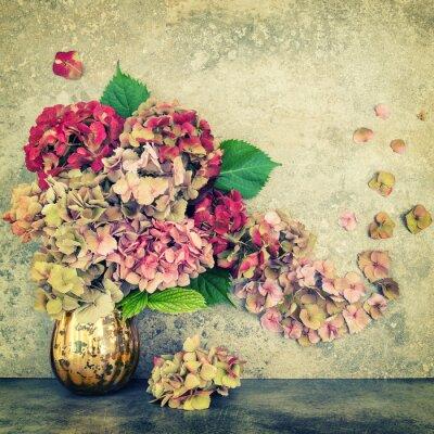 Fototapeta Hortensia květiny kytice kámen na pozadí vinobraní tónovaný