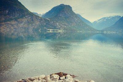 Fototapeta Hory a jezero v Norsku,