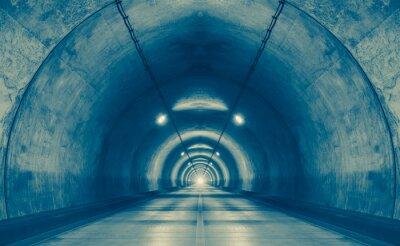 Fototapeta Interiér městského tunelu u hory bez provozu ..