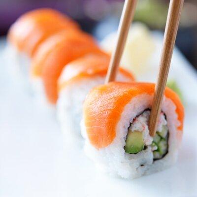 Fototapeta jíst sushi s chopstricks