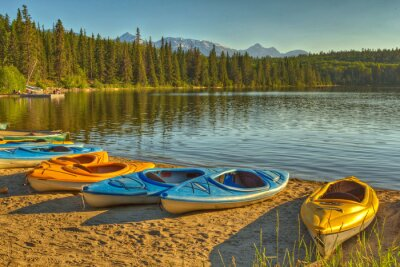 Fototapeta Kajaky na Pyramid Lake v Jasper National Park, Alberta, Kanada