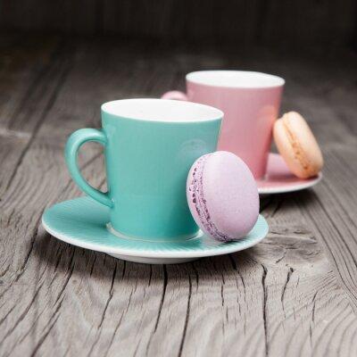 Fototapeta Kávové šálky s francouzské macaronu na stůl
