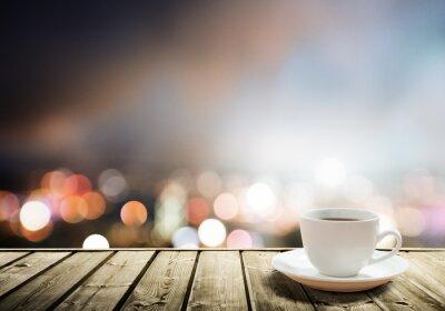 Fototapeta kávy na stole v noci město